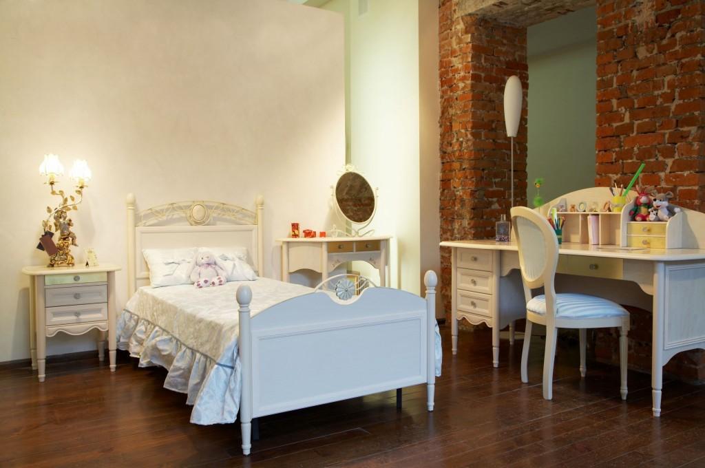 Kinderzimmer in Weiß und Naturtönen